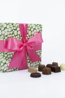 Signature Gift Box of Assorted Chocolates – Spring - 400g